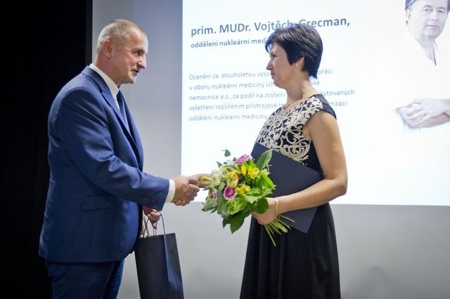 Ocenění převzala MUDr. Ivana Harisová. Foto: Jiří Balát